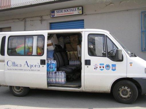 uno-dei-furgoni-carico-di-aiuti-pronto-a-partire