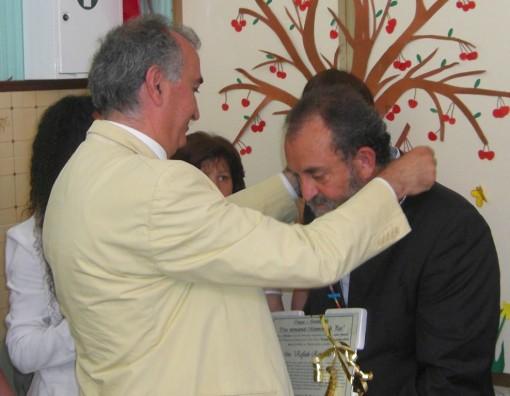 Consigliere Gravante consegna Croce Pace a Raimondo