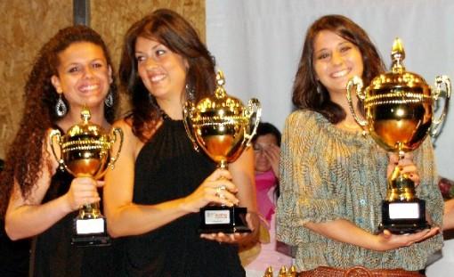 Festival canzon Capua, 3 finaliste Martina Cenere prima a dx