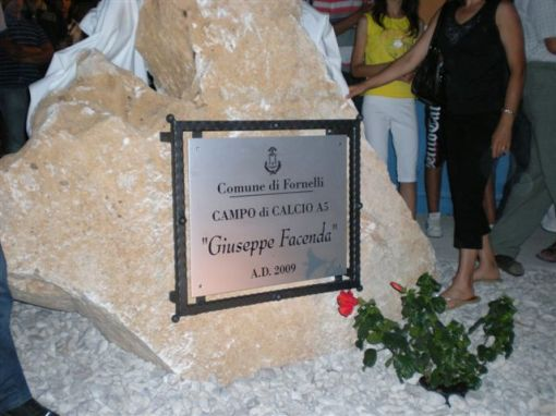 La targa che ricorda Giuseppe