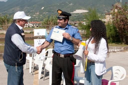Peppino De Lucia riceve attestato Pace 4 Ottobre