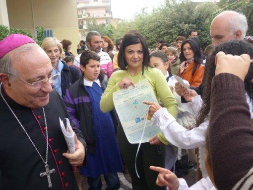 Rosanna Bianco con la Croce della Pace