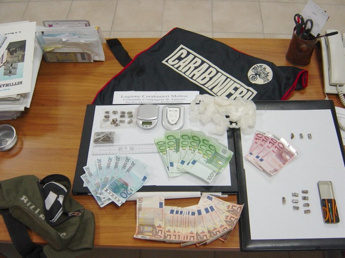 http://altocasertano.files.wordpress.com/2011/08/carabinieri2.jpg