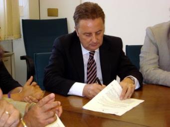 Piedimonte Matese(Ce)- Il Sindaco Cappello e 25 sindaci del Matese contro la provincializzazione dei rifiuti firmano