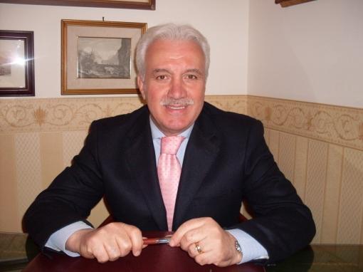 Casagiove(Ce)- Contrasto alla povertà, il sindaco Russo versa 8.783 euro