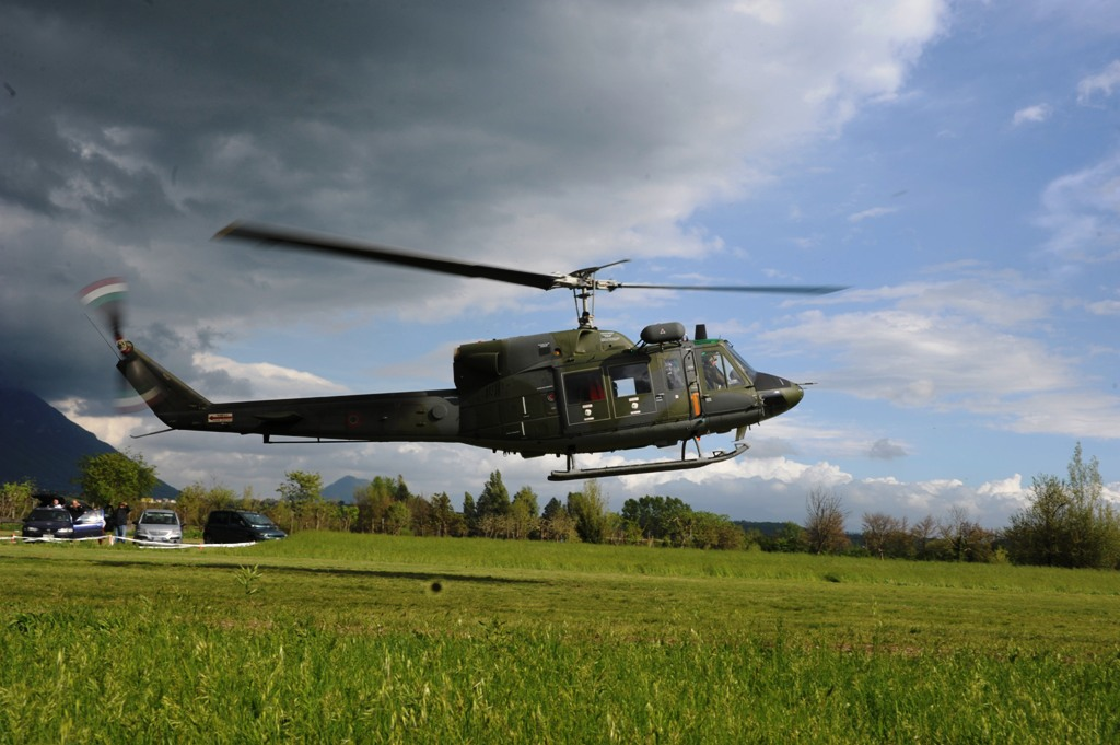 Elicottero Ab 212 : Grazzanise ce due elicotteri ab e gli equipaggi del