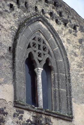 Bifora_della_chiesa_di_Santa_Maria_a_Marciano