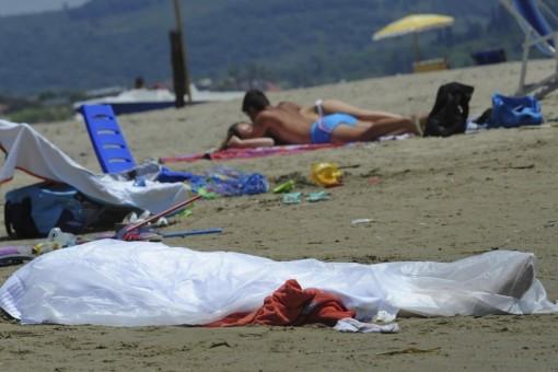 muore spiaggia formia indifferenza