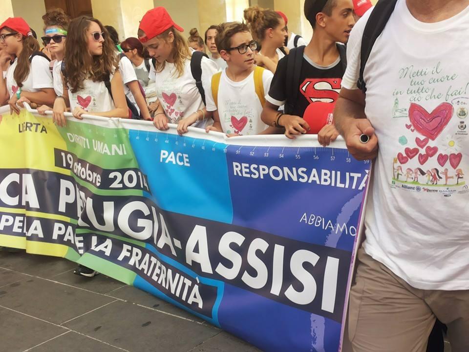 sindaci marcia pace assisi striscione