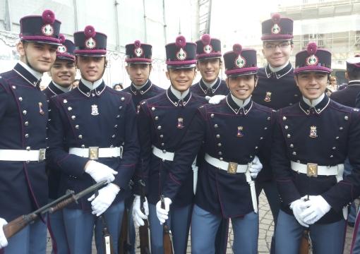 Gennaro Di Stasio, secondo da dx in prima fila nel gruppo dei sorridenti allievi