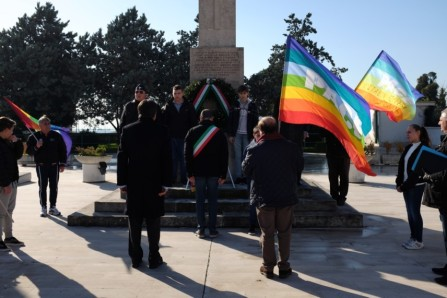 Saluto Pace monumento martiri
