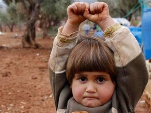 bambina siriana guerra foto Osman Sagirli