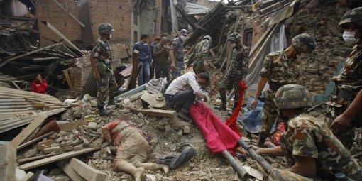 detay-terremoto-nepal-oltre-2150-morti-e-migliaia-di-feriti-dispersi-due-ragazzi-italiani-daniel-ed-elia-lituani-diretta