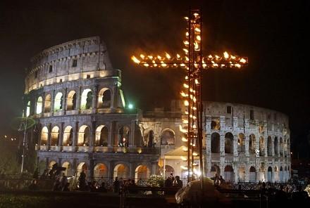 auguri-di-pasqua-messaggi-frasi-dediche-di-pace-e-amore-come-vedere-oggi-venerd-santo-streaming-via-crucis-papa-francesco