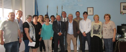 GRAZZANISE La triade commissariale Migliorelli-Quaranta-Auricchio coi dipendenti comuali il 1° giugno 2015
